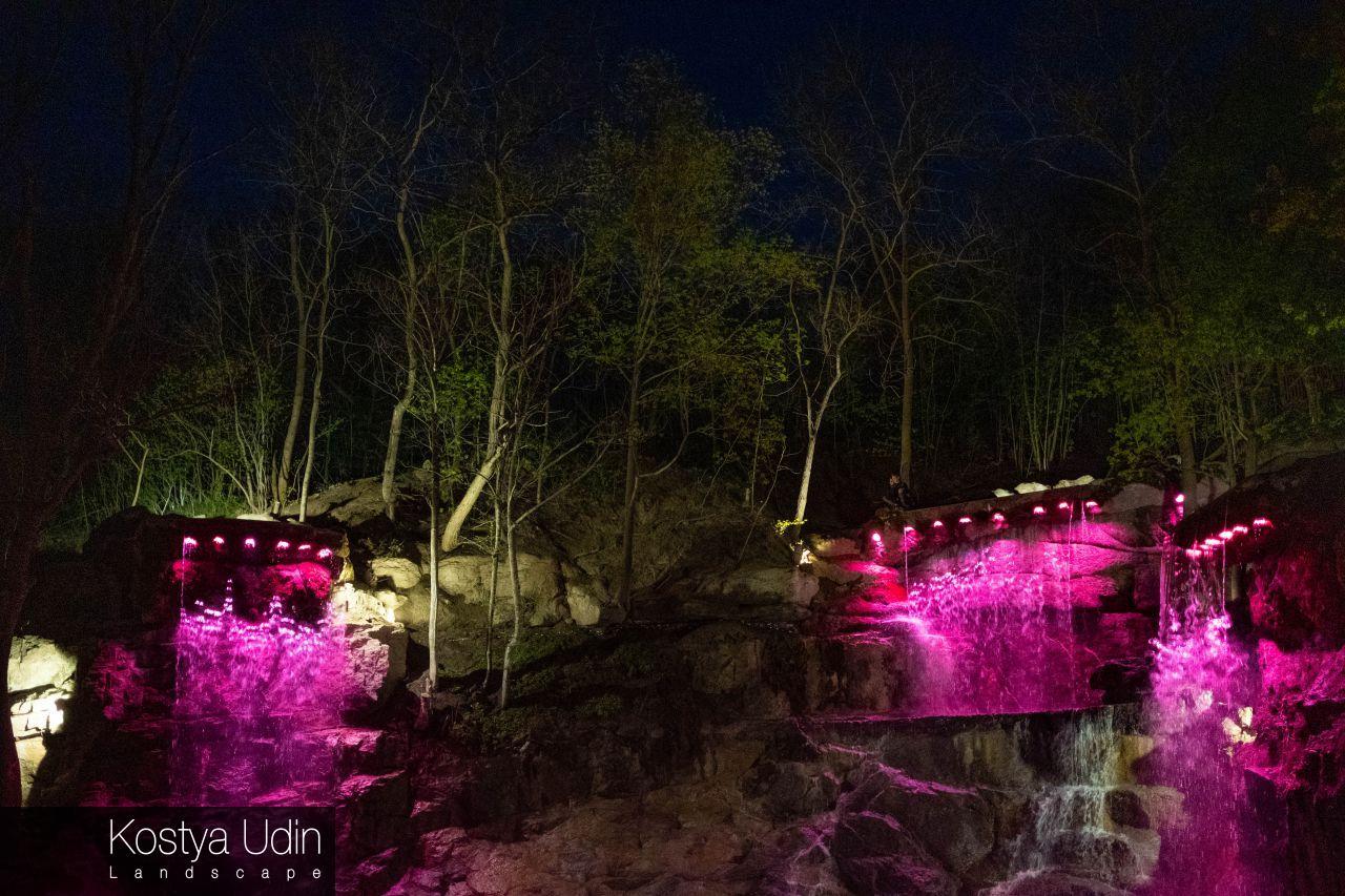 Ночная подсветка водопада