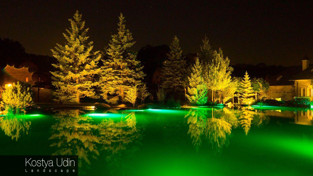 Плавательный пруд ночью