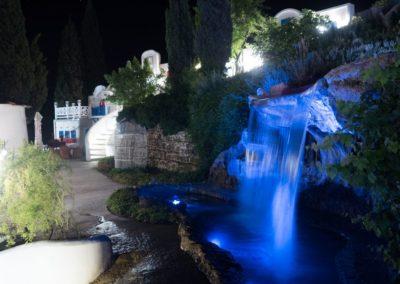 Водопад для гостей отеля