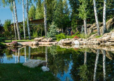 Декоративное озеро с водопадом