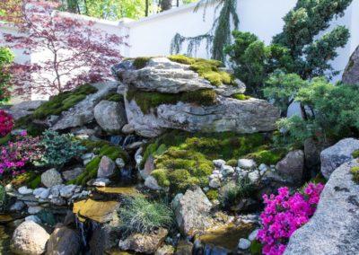 Водопад с натурального камня