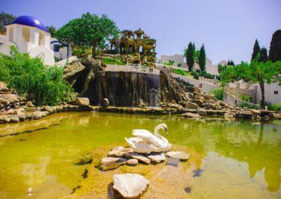 Озеро для лебедей, водопад