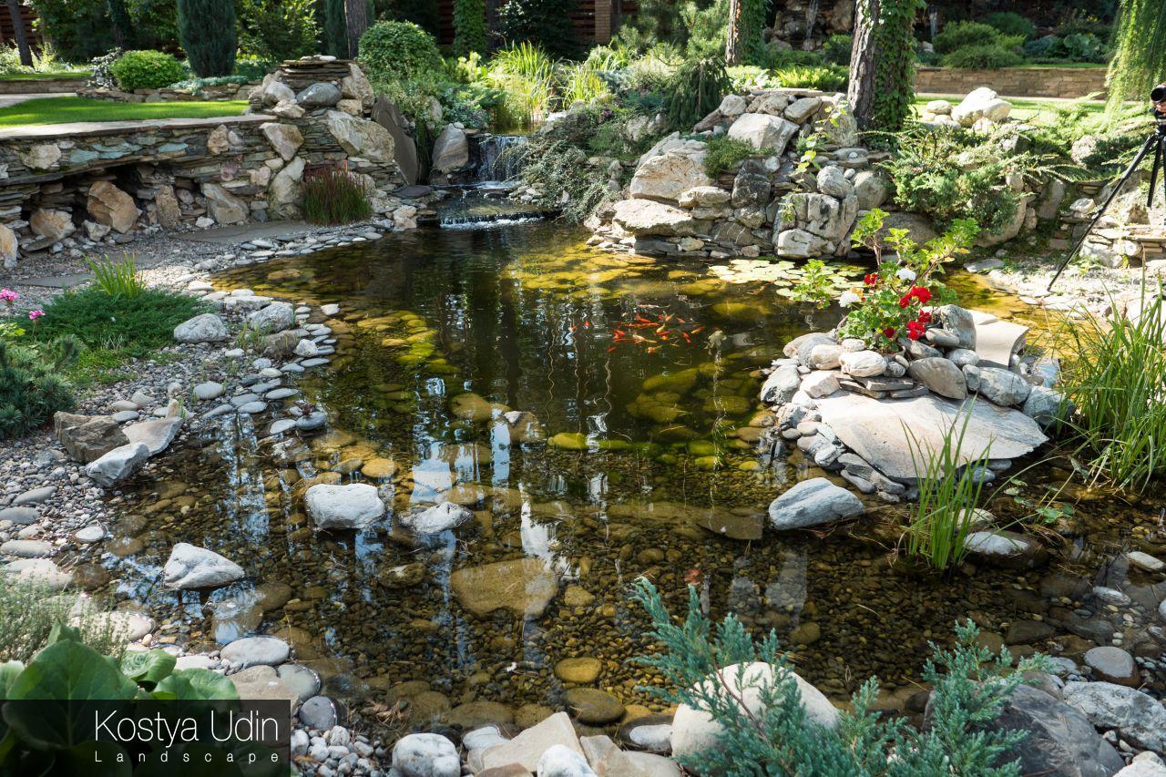 Декоративное озеро для карпов Кои