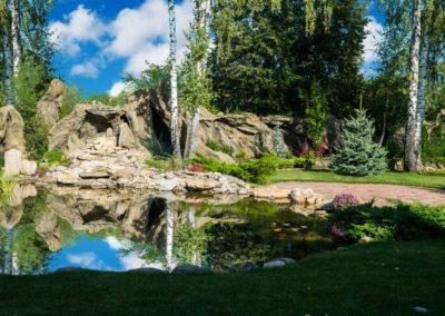 Декоративное плавательное озеро