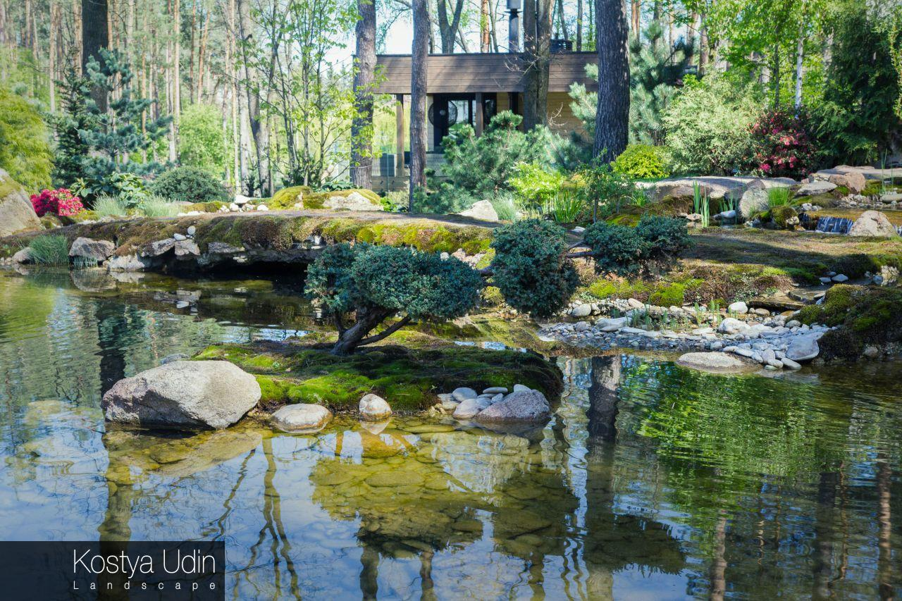 Японский сад с валунами
