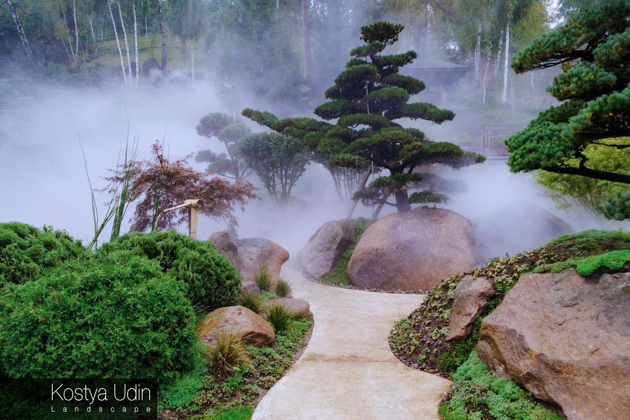 Сад Ниваки с искусственным туманом